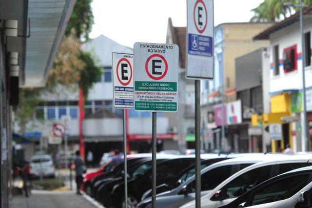 JOINVILLE,SC,BRASIL,18-10-2017.Estacionamento rotativo.Rua Engenheiro Niemeyer,centro.(Foto:Salmo Duarte/A Notícial)