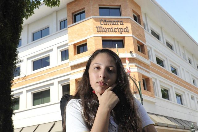 Blumenau - SC - Brasil - 22022018 - Laura Teixeita Sumensari 14 anos é presidente da camara de vereadores mirins de Blumenau.