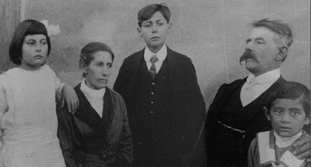 Luigi Perucchin, a esposa Emília e os filhos
