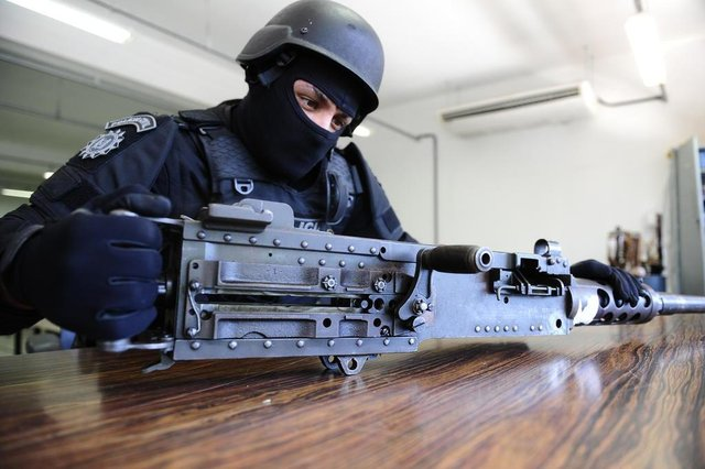 (EMBARGADO) PORTO ALEGRE, RS, BRASIL, 23-02-2018. Metralhadora .50,  de uso exclusivo das forças armadas, foi aprendida com assaltantes de banco em Caxias do Sul . (RONALDO BERNARDI/AGÊNCIA RBS)