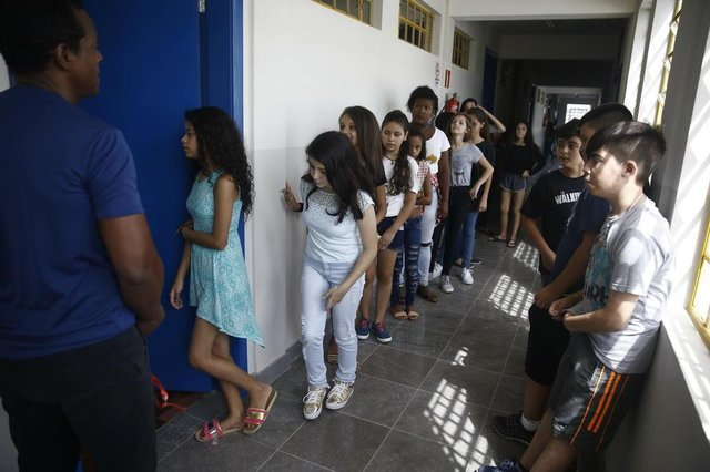 PORTO ALEGRE, RS, BRASIL - 26/02/2018 - Alunos dos 7º anos da escola chiká, na Lomba do Pinheiro, vão ter recreio pela primeira vez. (FOTO: ANSELMO CUNHA/AGÊNCIA RBS)