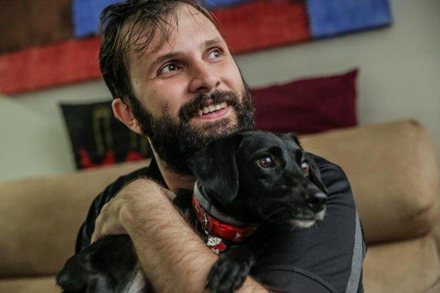 FLORIANÓPOLIS, SC, BRASIL - 27/052/2018Aumento nos casos de leishmaniose. Ricardo Gesser adotou duas cadelinhas. Uma delas, a Pagu (a preta), foi diagnosticada com leishmaniose.