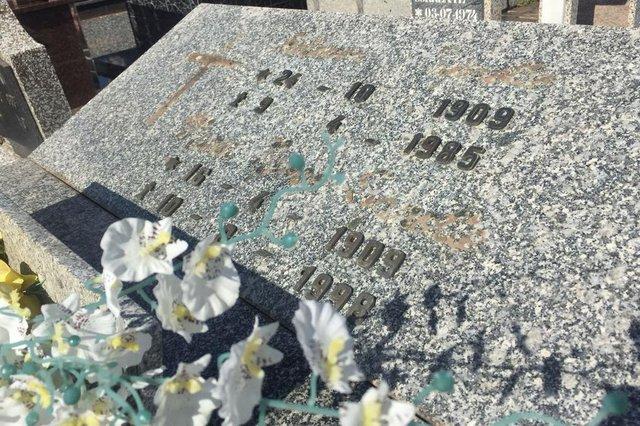ARAQUARI, SANTA CATARINA, BRASIL (01/03/2018): Vandâlos furtam e depredam túmulos em cemitério de Araquari