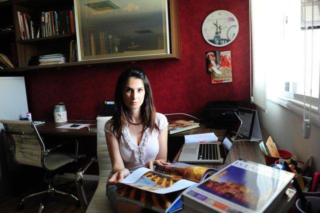 CAXIAS DO SUL, RS, BRASIL (01/03/2018) Michele Borghetti Furlan relata seu ofício de produtora de moda. (Roni Rigon/Pioneiro).