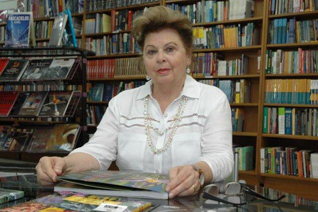 Bernardethe Pierina Ghidini Zardo vai lançar o livro Poema-Casa