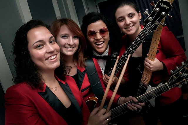 bgirls, grupo de mulheres que toca canções dos beatles.