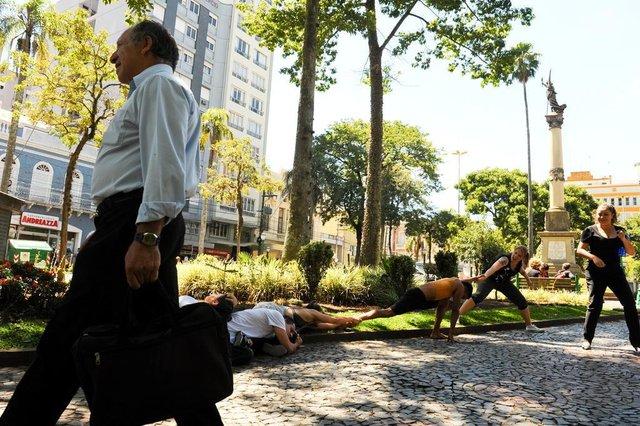 Cia Rústica propõe intervenção na Praça Dante Alighieri