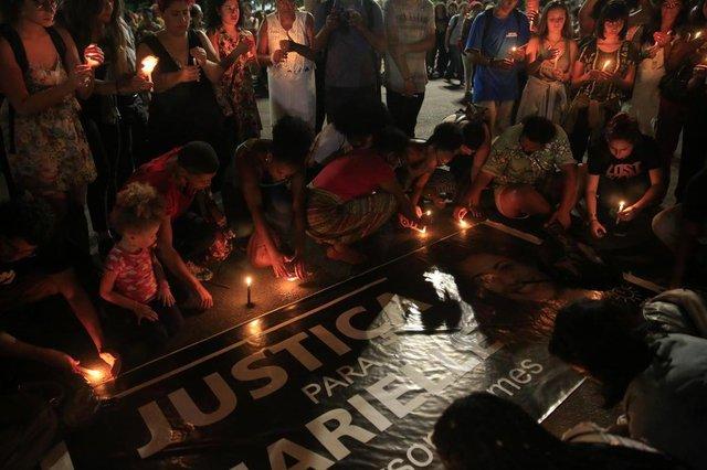 PORTO ALEGRE, RS, BRASIL, 15/03/2018- Manifestação pela Marielle, vereadora do PSOL assassinada no RJ. Ocorre na Esquina Democrática(FOTOGRAFO: ANSELMO CUNHA / AGENCIA RBS)