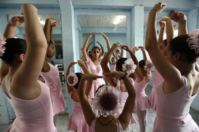 ALVORADA, RS, BRASIL - 15-03-2018 - Grupo de dança Independance está sem local para ensaiar. Claudia Souza Malta Costa, a Profe Clau, busca ajuda para que suas alunas não fiquem sem as aulas de balé. (FOTO: CARLOS MACEDO/AGÊNCIA RBS)