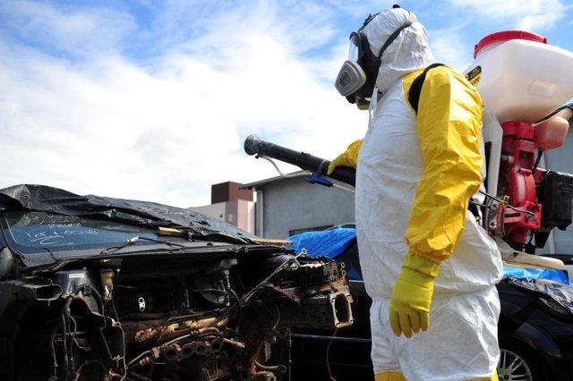 JOINVILLE,SC,BRASIL,23-03-2018.Vigilância Epidemiológica usa  Herbicida para combater o mosquito da dengue (Aedes Aegypt) em lojas de peças na zona Sul.(Foto:Salmo Duarte/A Notícia)
