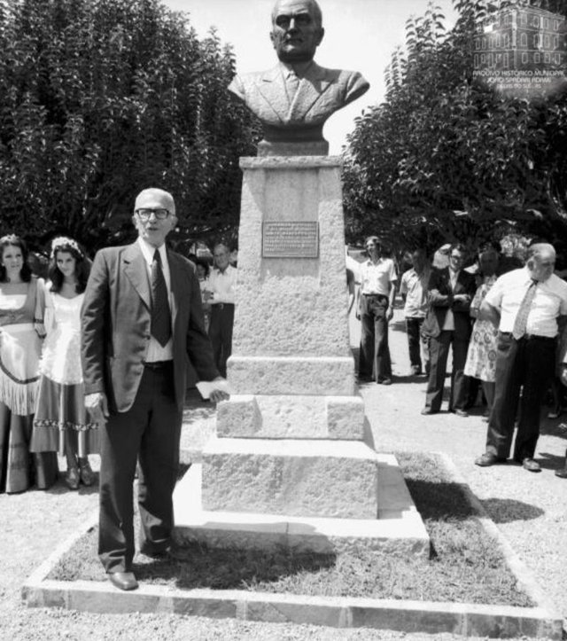 Busto de Dante Marcucci e a polêmica da transferêncua em 1975, quando saiu do largo da prefeitura para a Praça Dante Marcucci. Na foto, a reinauguração do busto em 1975, na Praça da Bandeira, Praça Dante Marcucci.