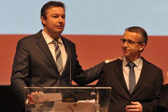 Blumenau - SC - Brasil - 05042018 - Despedida do prefeito de Blumenau lotou o Teatro Carlos Gomes e reuniu alguns dos principais articuladores da próxima eleição