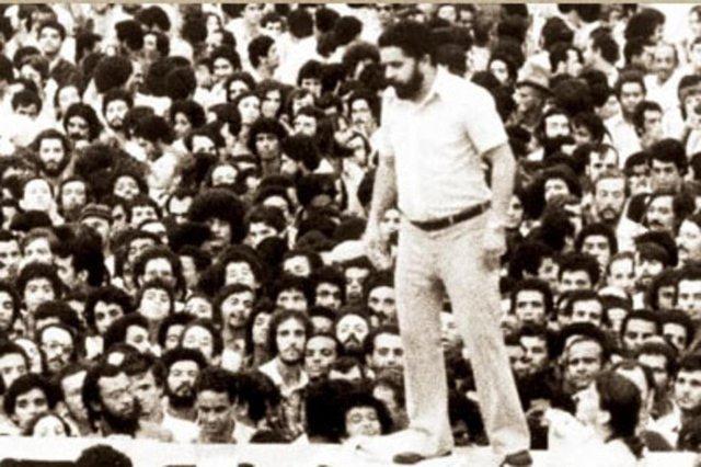 A primeira assembleia no Estádio da Vila Euclides, em São Bernardo, foi realizada no dia 13 de março de 1979, sem palanque, com Lula falando em cima de mesas e debaixo de chuva. Lula falava, os que estavam à frente repetiam em coro e assim, sucessivamente, os demais iam passando para trás.