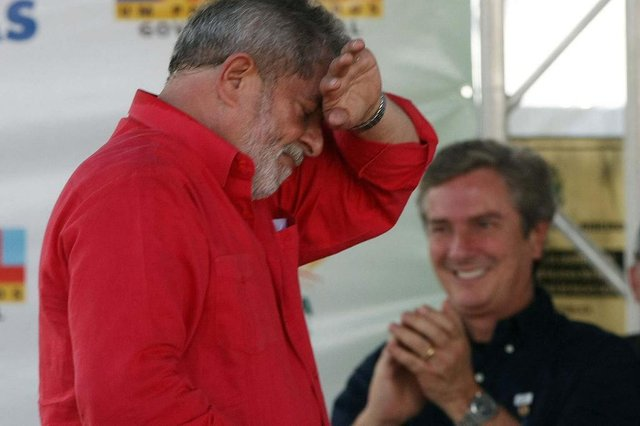 Lula inaugura adutora em Alagoas AL - ALAGOAS/LULA/ADUTORA - POLÍTICA - O presidente Luiz Inácio Lula (e) da Silva é observado pelo ex- presidente e senador por Alagoas Fotógrafo: HÉLVIO ROMERO