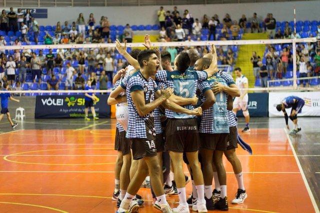 Blumenau vence Ribeirão Preto pelo primeiro jogo da semifinal da Superliga B