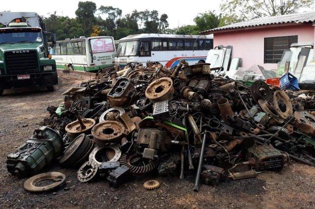 Operação Desmanche apreende 400 toneladas de peças irregulares em Portão