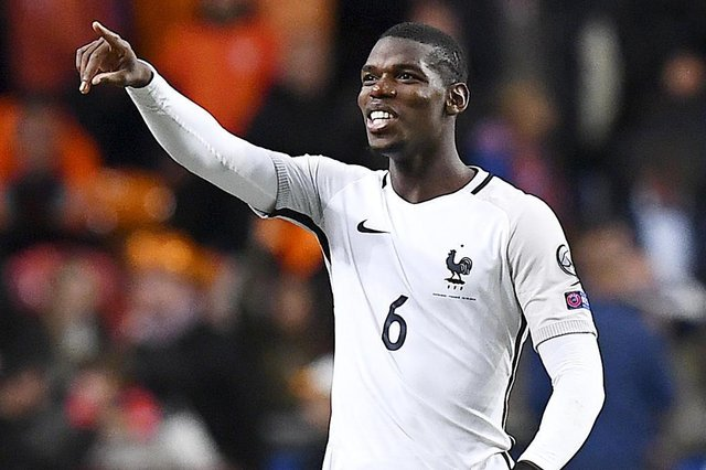 Frances midfielder Paul Pogba gestures at the end of the FIFA World Cup 2018 qualifying football match between the Netherlands and France at the Arena Stadium in Amsterdam on October 10, 2016. / AFP PHOTO / FRANCK FIFE