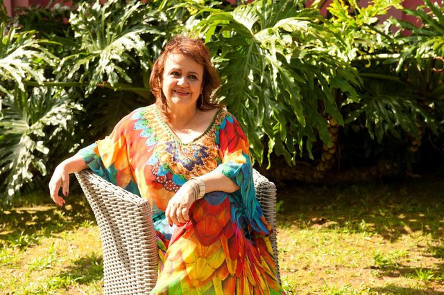 Cantora caxiense Clara Escobar