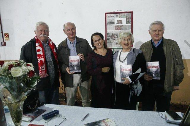 PORTO ALEGRE, RS, BRASIL - 2018.05.18 - A senhora Wanda Zimny foi case de matérias no Diário Gaúcho em 2017, quando pedia ajuda para o lançamento de um livro com suas memórias. Ela é sobrevivente da segunda guerra mundial, refugiada em Porto Alegre com a família. Graças à ajuda dos leitores do DG, ela, agora, cinsegue lançar o livro que ela própria escreveu. (Fotos: ANDRÉ ÁVILA/ Agência RBS)