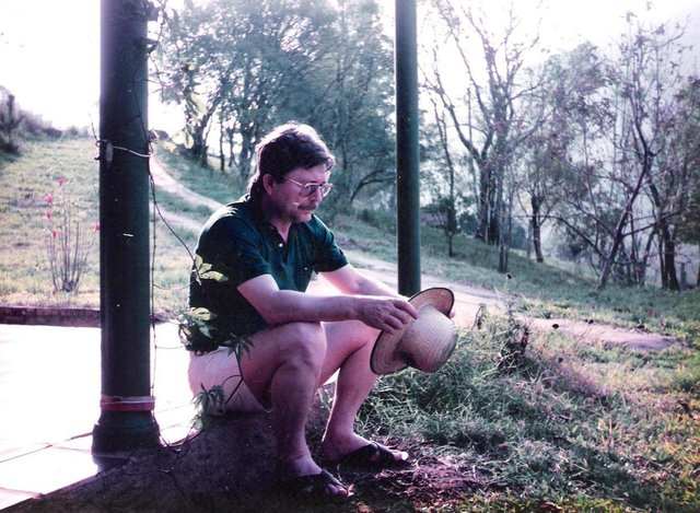 O escritor José Clemente Pozenato completou 80 anos no dia 22 de maio de 2018.Na foto, Pozenato em momento relax na chácara de Nova Palmira, em meados dos anos 1980