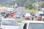 Com mais de 550 caminhões, bloqueio no KM 68 da BR-470, em Indaial, é um dos maiores registrados na região (Jornal de Santa Catarina/Patrick Rodrigues)