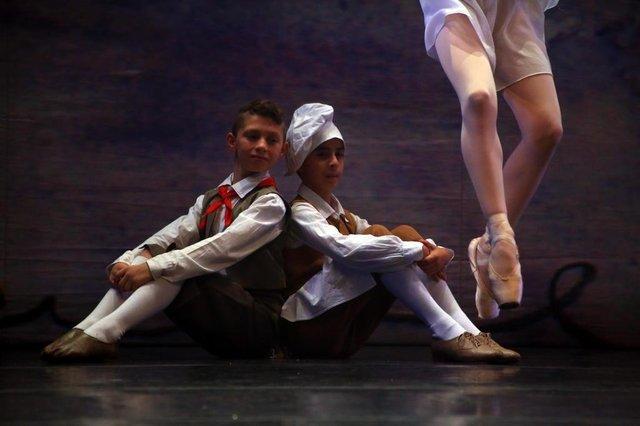 PORTOALEGRE-RS-BR 0 30.05.2018Brian Soasres dos Santos, de Canoas, RS, começou este ano a estudar na escola Balé do Bolshoi, e faz a primeira apresentação com o Bolshoi de Joinville-SC,  no teatro do Bourbon Country, em Porto Alegre.FOTÓGRAFO: TADEU VILANI AGÊNCIARBS EDITORIA DG