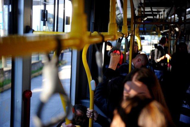 CAXIAS DO SUL, RS, BRASIL, 25/05/2018A cada dois dias, uma pessoa cai em ônibus. Saiba como se prevenir.Imagens feitas no terminal da floresta até a rua Júlio de Castilho com a Sinimbu.(Lucas Amorelli/Agência RBS)