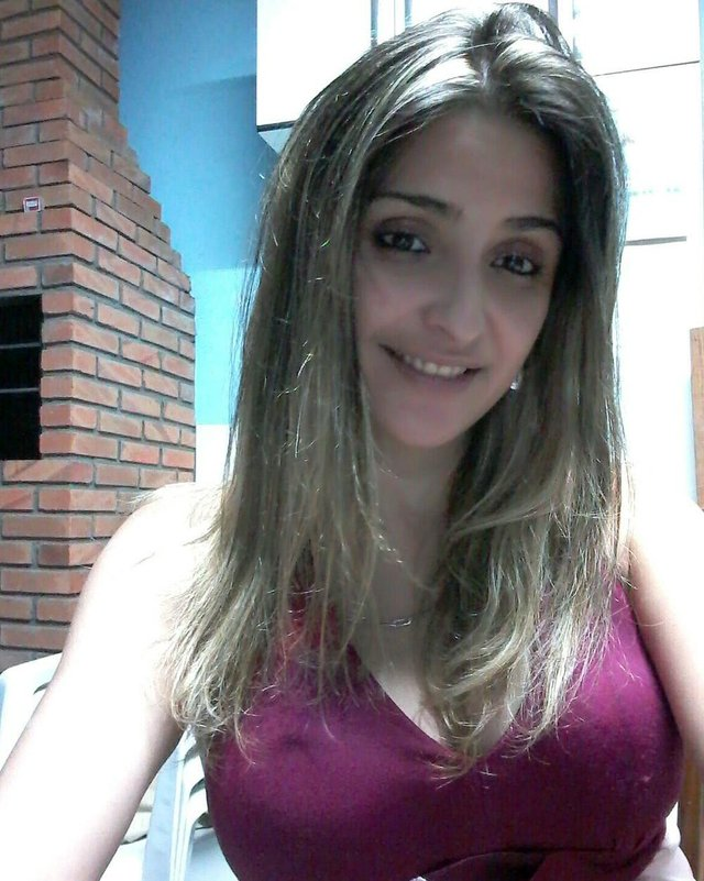 Alda Juliane da Silveira Coitinho, 29 anos, motorista de aplicativo desaparecida em Porto Alegre. Reside em Viamão. Carro foi localizado na Restinga.