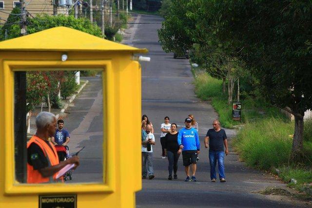 VIAMÃO-RS-BR 31.05.2018Moradores colocam guaritas e segurança em ruas e de acesso a bairro em Viamão.Rua Fiorentina.TADEUVILANI AGÊNCIARBS EDITORIA DG