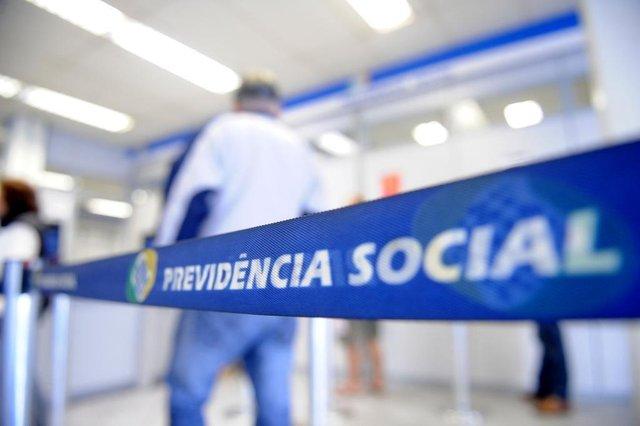 CAXIAS DO SUL, RS, BRASIL, 27/01/2017. Sala de espera da agência do INSS, para ilustrar matéria sobre o aumento do número de pedidos de aposentadoria. (Diogo Sallaberry/Agência RBS)