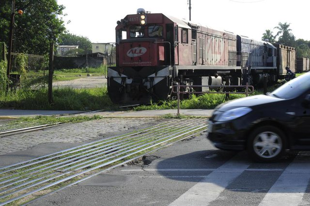 JOINVILLE,SC,BRASIL,17-05-2018.Remoção de trilho na Avenida Getulio Vargas.(Foto:Salmo Duarte/A Notícia)
