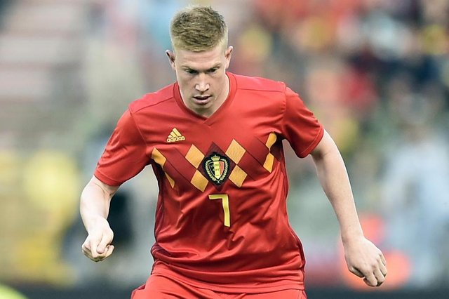 Belgiums midfielder Kevin De Bruyne controls the ball during the friendly football match between Belgium and Portugal, on June 2, 2018 at the King Baudouin stadium in Brussels. / AFP PHOTO / JOHN THYS