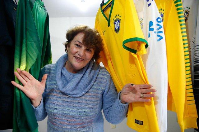 CAXIAS DO SUL , RS ,BRASIL 15/06/2018. ESPORTE: Perfil do técnico da Seleção Brasileira.Entre as camisas da seleção a Irmã Beatriz Bachi Marchett, 59 anos.