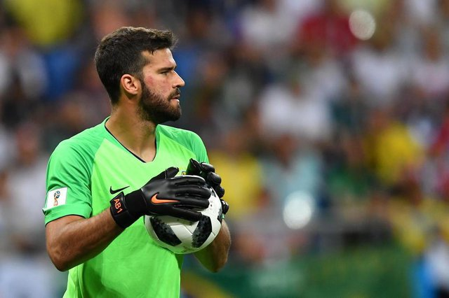 Brazils goalkeeper Alisson carries the ball during the Russia 2018 World Cup Group E football match between Brazil and Switzerland at the Rostov Arena in Rostov-On-Don on June 17, 2018. / AFP PHOTO / JOE KLAMAR / RESTRICTED TO EDITORIAL USE - NO MOBILE PUSH ALERTS/DOWNLOADSEditoria: SPOLocal: Rostov-on-DonIndexador: JOE KLAMARSecao: soccerFonte: AFPFotógrafo: STF