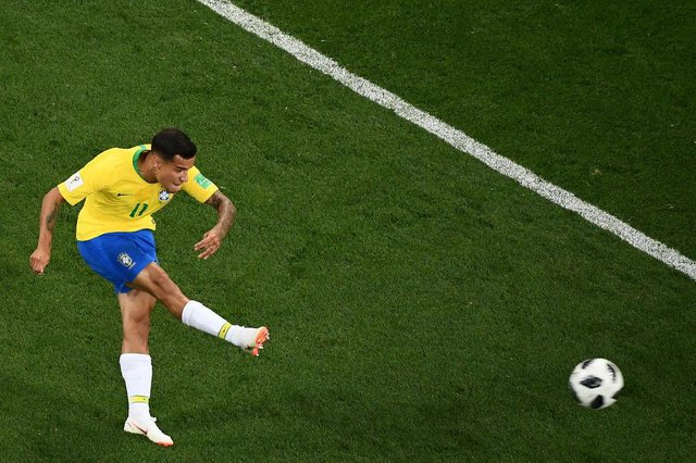 Brazil's forward Philippe Coutinho kicks and scores during the Russia 2018 World Cup Group E football match between Brazil and Switzerland at the Rostov Arena in Rostov-On-Don on June 17, 2018. / AFP PHOTO / Jewel SAMAD / RESTRICTED TO EDITORIAL USE - NO MOBILE PUSH ALERTS/DOWNLOADSEditoria: SPOLocal: Rostov-on-DonIndexador: JEWEL SAMADSecao: soccerFonte: AFPFotógrafo: STF