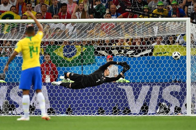 Switzerlands goalkeeper Yann Sommer watches a goal scored by Brazils forward Philippe Coutinho (not in picture) during the Russia 2018 World Cup Group E football match between Brazil and Switzerland at the Rostov Arena in Rostov-On-Don on June 17, 2018. / AFP PHOTO / JOE KLAMAR / RESTRICTED TO EDITORIAL USE - NO MOBILE PUSH ALERTS/DOWNLOADSEditoria: SPOLocal: Rostov-on-DonIndexador: JOE KLAMARSecao: soccerFonte: AFPFotógrafo: STF