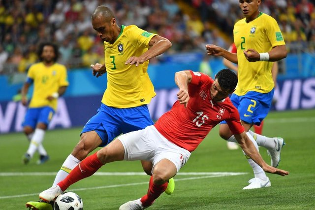 Brazil's defender Miranda (L) and Switzerland's midfielder Blerim Dzemaili compete for the ball during the Russia 2018 World Cup Group E football match between Brazil and Switzerland at the Rostov Arena in Rostov-On-Don on June 17, 2018. / AFP PHOTO / JOE KLAMAR / RESTRICTED TO EDITORIAL USE - NO MOBILE PUSH ALERTS/DOWNLOADSEditoria: SPOLocal: Rostov-on-DonIndexador: JOE KLAMARSecao: soccerFonte: AFPFotógrafo: STF