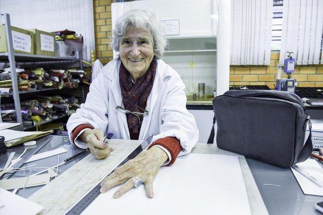 Moradora da Capital de 81 anos dá uma lição de vida e surpreende pela vontade sempre aprender coisas novas.