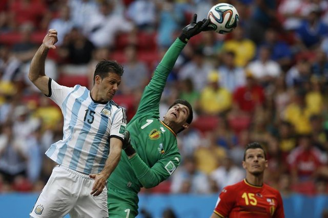 491717319Belgiums goalkeeper Thibaut Courtois (C) makes a save next to Argentinas defender Martin Demichelis (L) during a quarter-final football match between Argentina and Belgium at the Mane Garrincha National Stadium in Brasilia during the 2014 FIFA World Cup on July 5, 2014. AFP PHOTO / ADRIAN DENNISEditoria: SPOLocal: BrasíliaIndexador: ADRIAN DENNISSecao: sports eventFonte: AFPFotógrafo: STF