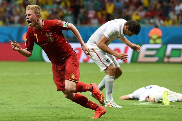 Belgiums midfielder Kevin De Bruyne celebrates after scoring during the first half of extra-time in the Round of 16 football match between Belgium and USA at Fonte Nova Arena in Salvador during the 2014 FIFA World Cup on July 1, 2014.      AFP PHOTO/ FRANCISCO LEONG