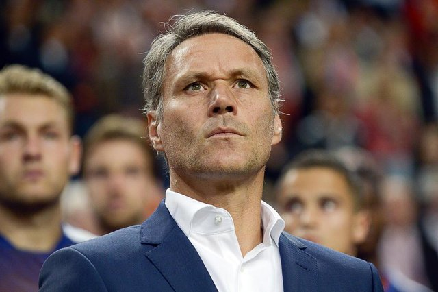 548742497Netherlands Assistant coach Marco Van Basten looks on during the UEFA Euro 2016 qualifying round football match between Netherlands and Iceland at the Arena Stadium, on September 3, 2015 in Amsterdam. AFP PHOTO / JOHN THYS JOHN THYS / AFPEditoria: SPOLocal: AmsterdamIndexador: JOHN THYSSecao: soccerFonte: AFPFotógrafo: STR