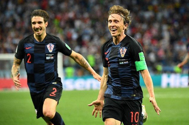 Croatias midfielder Luka Modric (R) celebrates after scoring their second goal during the Russia 2018 World Cup Group D football match between Argentina and Croatia at the Nizhny Novgorod Stadium in Nizhny Novgorod on June 21, 2018. / AFP PHOTO / Johannes EISELE / RESTRICTED TO EDITORIAL USE - NO MOBILE PUSH ALERTS/DOWNLOADSEditoria: SPOLocal: Nizhniy NovgorodIndexador: JOHANNES EISELESecao: soccerFonte: AFPFotógrafo: STF