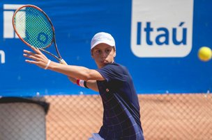 O adolescente é considerado o novo Guga Kuerten e conta com o apoio do ex-tenista catarinense (Divulgação/Heusi Action)