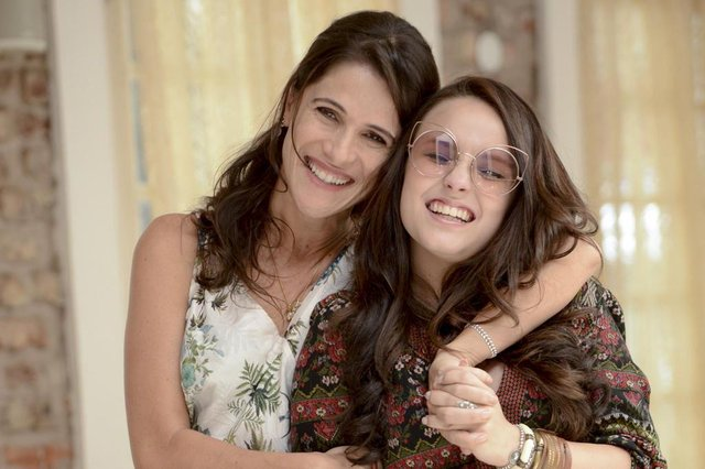 Fala Sério, Mãe, filme com Larissa Manoela e Ingrid Guimarães.