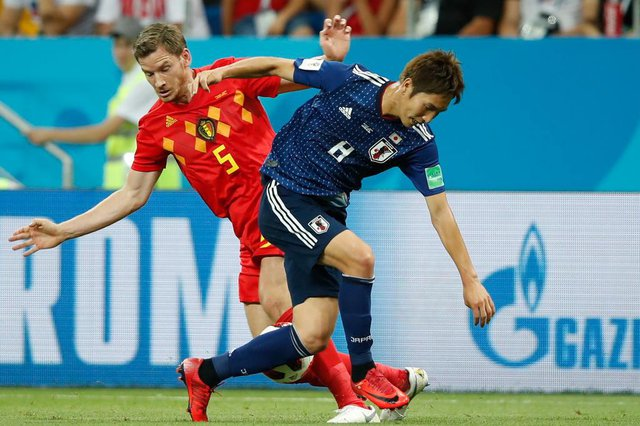 Belgiums defender Jan Vertonghen (L) vies with Japans forward Genki Haraguchi during the Russia 2018 World Cup round of 16 football match between Belgium and Japan at the Rostov Arena in Rostov-On-Don on July 2, 2018. / AFP PHOTO / Odd ANDERSEN / RESTRICTED TO EDITORIAL USE - NO MOBILE PUSH ALERTS/DOWNLOADS