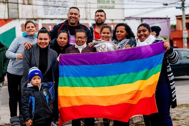 PORTO ALEGRE, RS, BRASIL, 08/07/2018 : Primeira Parada LGBT da Restinga, a LGBTinga. Dona Regina Denise Vizeu (Omar Freitas/Agência RBS)
