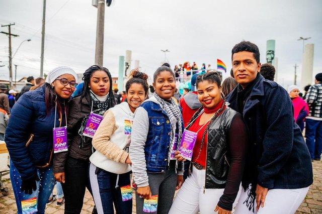 PORTO ALEGRE, RS, BRASIL, 08/07/2018 : Primeira Parada LGBT da Restinga, a LGBTinga. Thais dos Santos, Selanira dos Santos, Priscila Santy, Laís dos Santos e Daniel Nascimento  (Omar Freitas/Agência RBS)