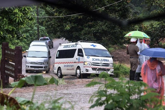 An ambulance leaves from the Tham Luang cave area as the operations continue for those still trapped inside the cave in Khun Nam Nang Non Forest Park in the Mae Sai district of Chiang Rai province on July 10, 2018.Rescuers raced to save four young footballers and their coach who remain trapped in a flooded Thai cave on July 10, as heavy rains threatened an already perilous escape mission that has seen eight of the boys extracted in good health. / AFP PHOTO / YE AUNG THUEditoria: DISLocal: Mae SaiIndexador: YE AUNG THUSecao: accident (general)Fonte: AFPFotógrafo: STR
