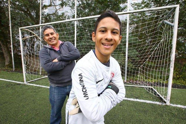 PORTO ALEGRE - BRASIL - Perfil do Getúlio, menino com paralisia cerebral que sempre sonhou em ser jogador de futebol. Hoje é goleiro no time infantil de futebol do Centro Sesc de Iniciação Olímpica. (FOTO: LAURO ALVES)