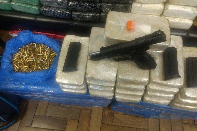 Ação conjunta intercepta carreta com cerca de 180 quilos de drogas em Garibaldi